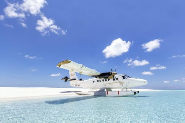 Seaplane on beach of Kudadoo 1600x1067